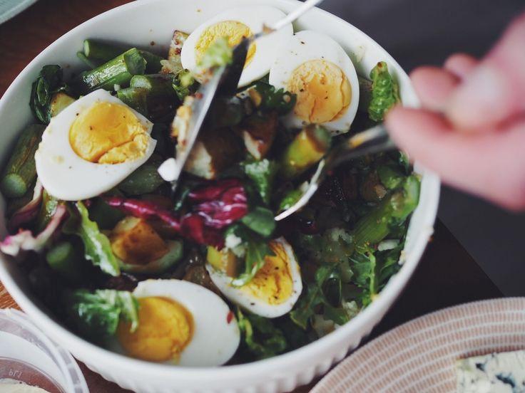Salad with oven-roasted potatoes and asparagus / Keittiössä, kaupungissa http://www.lily.fi/blogit/keittiossa-kaupungissa/uunissa-paahdettu-parsa-perunasalaatti