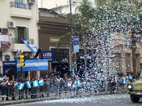 El nueve de Julio es el dia de independencia para Argentina. Argentina recibíeron sus independencia de España.