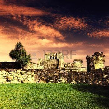 сумерки на развалинах Тулум, Тулум, Мексика фото