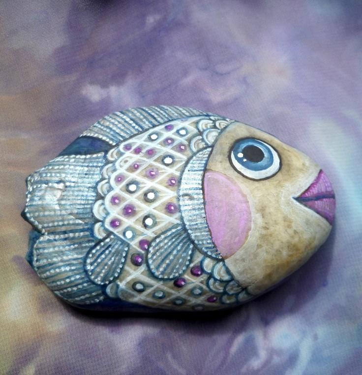 Bá-snivá ryba Oblázky jsou malované vodovými a temperovými barvami a fixovány kvalitním přestřikovým lakem, přesto nejsou vhodné do vlhkého prostředí, 85x55 mm