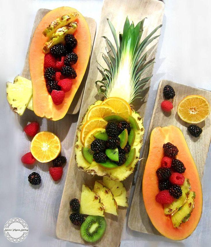 Start your week with FRUIT FEAST   Only few days before Christmas, have wonderful Monday ❤  #vegan #plantbased #fruits #fruitarian #raw #antioxidants #delicious #nutritious #festive #christmas #glutenfree #organic #nongmo #refinedsugarfree #crueltyfree #worldwideveganfood
