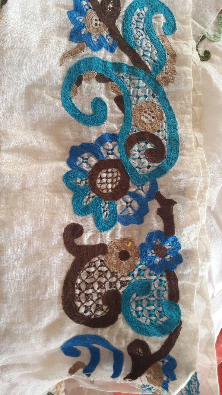 Labor para montuna zurcida calada en tonos de turquesa celeste y chocolate