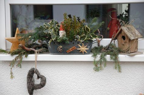 Fensterbank mit Weihnachtsdeko – Bilder und Fotos