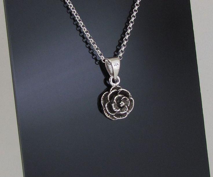 Corrente elos portugueses em prata 925  O comprimento vc escolhe entre 40 ou 45 cm  Pingente em prata 925 ,, flor de 12 mm