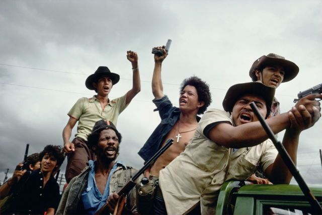 by Susan Meiselas Sandinistas on the road to Manágua. Masaya, Nicaragua, 1979.