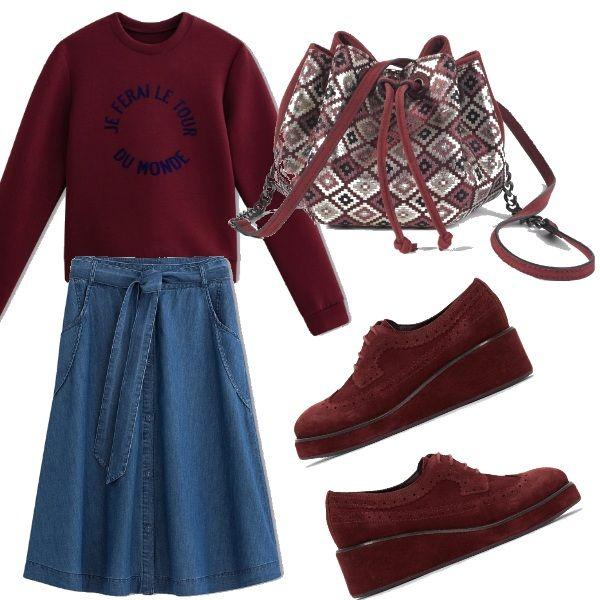 Un+outfit+autunnale+carino,+pratico+e+un+po'+vintage+composto+dalla+felpa+con+scritta,+gonna+a+ruota+in+denim,+derby+bordeaux+e+la+sacca+stile+bohemien!