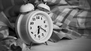 Länger schlafen ist besser! Schlafen machen schlau! Oder - jeder kann Frühaufsteher werden. Diese Aussagen belegt oder wiederlegt unser Schlafexperte im neusten Schlafexperte.
