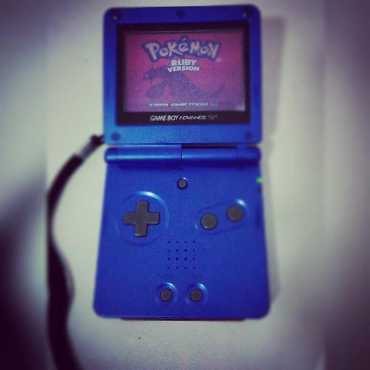 You'd like this one by m.kizuke #gameboy #microhobbit (o) http://ift.tt/2arVMxc é bom ressuscitar um clássico desses... #gba #game #boy #advance #SP  advance advancesp #pokemon #ruby #pokemonruby #Nintendo #nostalgia #clássico #mito #foda #top #pikachu