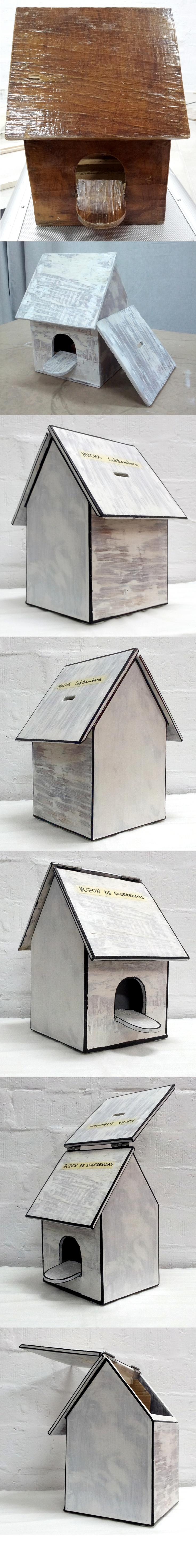 Hucha y buzón de sugerencias del Laboratorio Bambara creada a partir de una casita de pájaros.