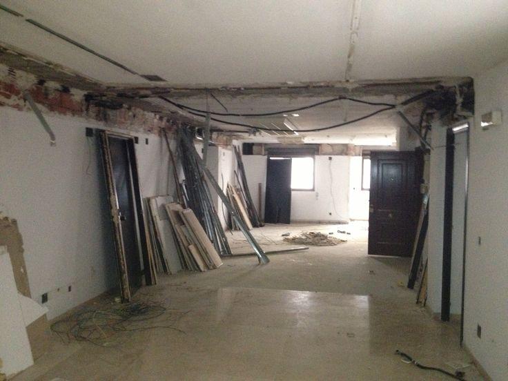 #Reforma entreplanta (locales) para adecuarlas a #Oficinas de #Abogados en Alicante. (Demolición)
