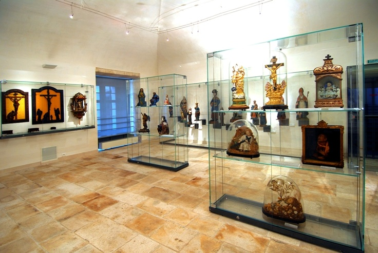 Musée d'art sacré à Saint-Mihiel  Il a pour vocation la mise en valeur du patrimoine départemental d'art sacré, à travers les dépôts des communes et du département.