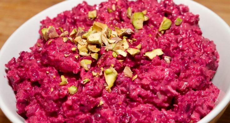 Joghurtos cékla mártogatós recept: Igazán kellemes ízvilágú, és egészséges mártogatós recept céklából, melyet fogyaszthatunk sült húsok mellé, vagy akár pirítósra kenve is.