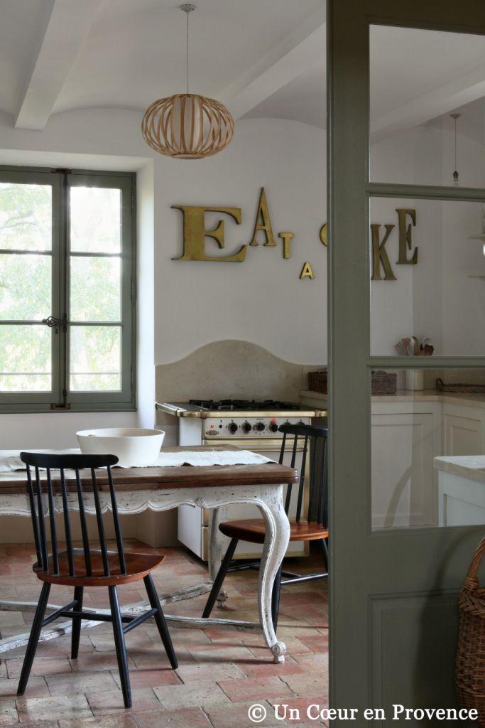 Un Coeur en Provence, blanc, tomettes, gris souris, dore.