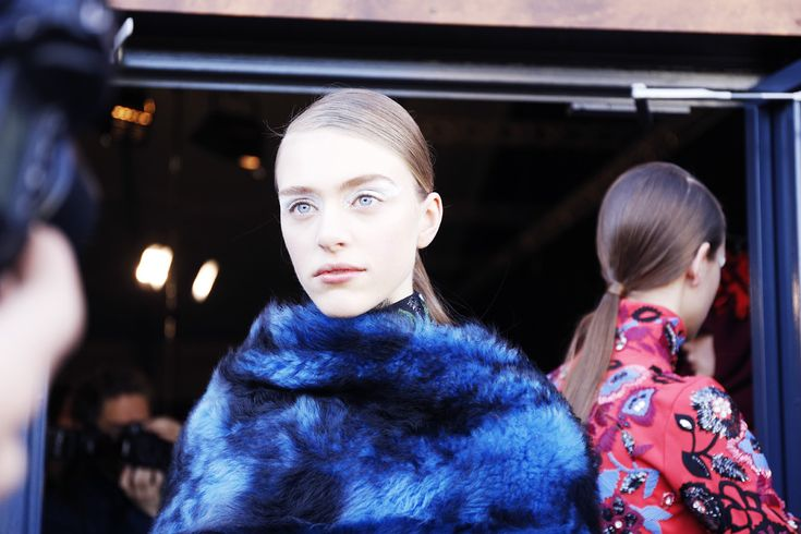 Model Kenzo backstage FW 2015-16, Mac Cosmetics Make up, PFW