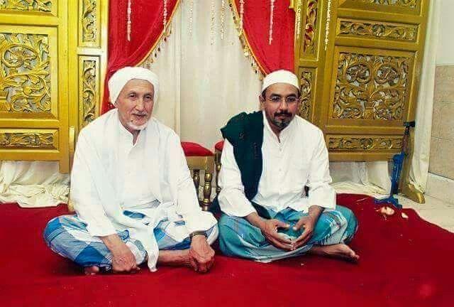Habib Anis bin Alwi bin Ali Alhabsyi dan putra beliau Habib Husain bin Anis Alhabsyi