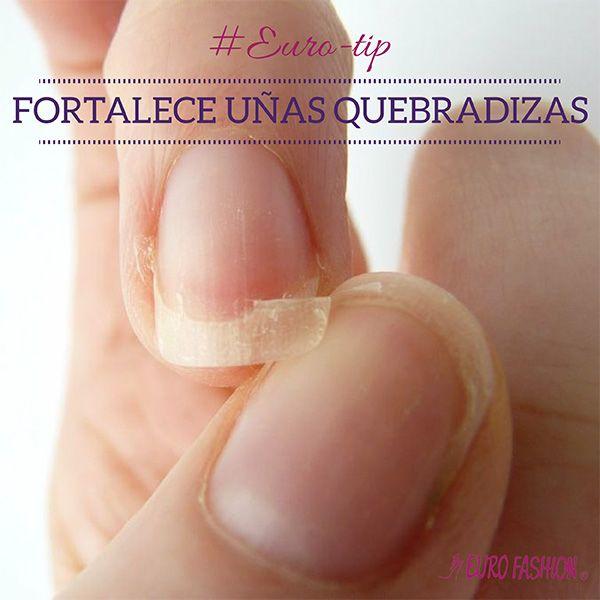 Fortalece tus uñas. Sólo tienes que colocar en una taza aceite de oliva por la mitad o colocar una cucharada de bicarbonato dentro de una taza de agua tibia y sumergir las uñas por unos 15 minutos todos los días. Verás que con el paso de los días, tus uñas se fortalecerán.