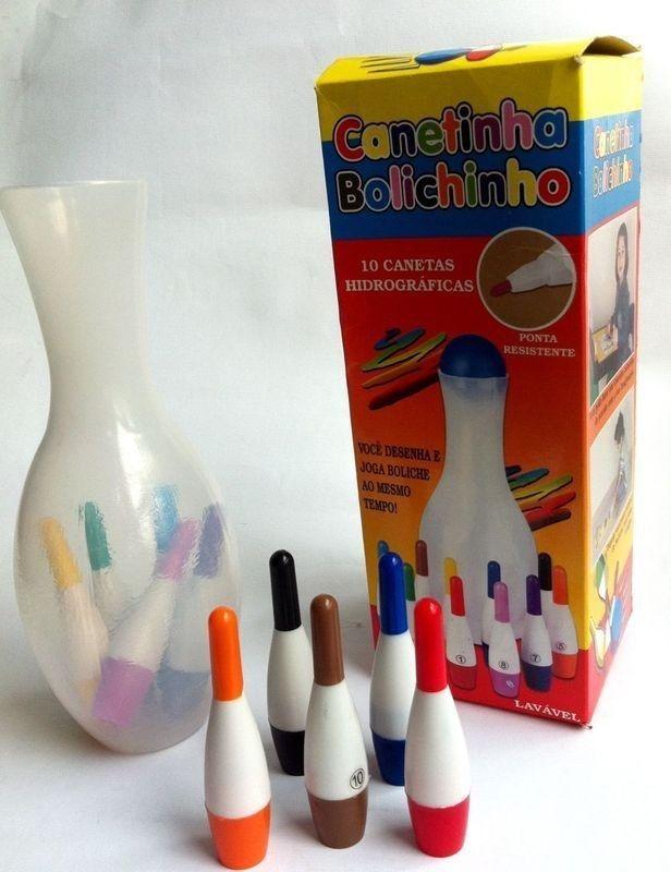 <b>Clipes coloridos, atividades mimeografadas, canetinha de boliche e muito glitter.</b>