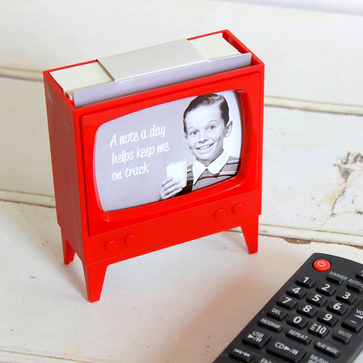 Telly Note Holder / The Telly Note Holder is a miniature vintage television set that holds and displays your memos and reminders. http://thegadgetflow.com/portfolio/telly-note-holder/