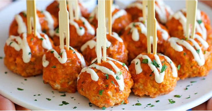 Fact: the best part of the Super Bowl is the food. Even if you care about #sports, it's hard to concentrate on the game when there are buffalo chicken
