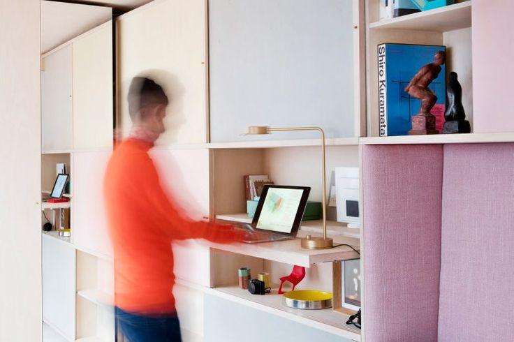 Studiomama разработали интерьер студии— небольшого одноэтажного дома в северной части Лондона. Пространствос компактной и вставной фанерной мебелью: раскладной кроватью, стол с раскладными сидениями, покрытыми розовыми подушками. Основатели Studiomama Nina Tolstrup и Jack Mama купили на аукционе бывшее офисное здание, размером с трейлер (его площадь составляет всего 13 квадратных метров). Тем самым они негласно приняли вызов, …