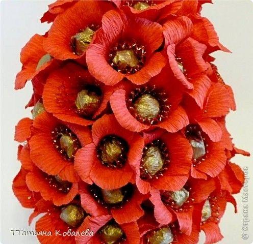 Мастер-класс, Свит-дизайн: Букет из конфет: цветок с четырьмя лепестками Бумага гофрированная, Продукты пищевые