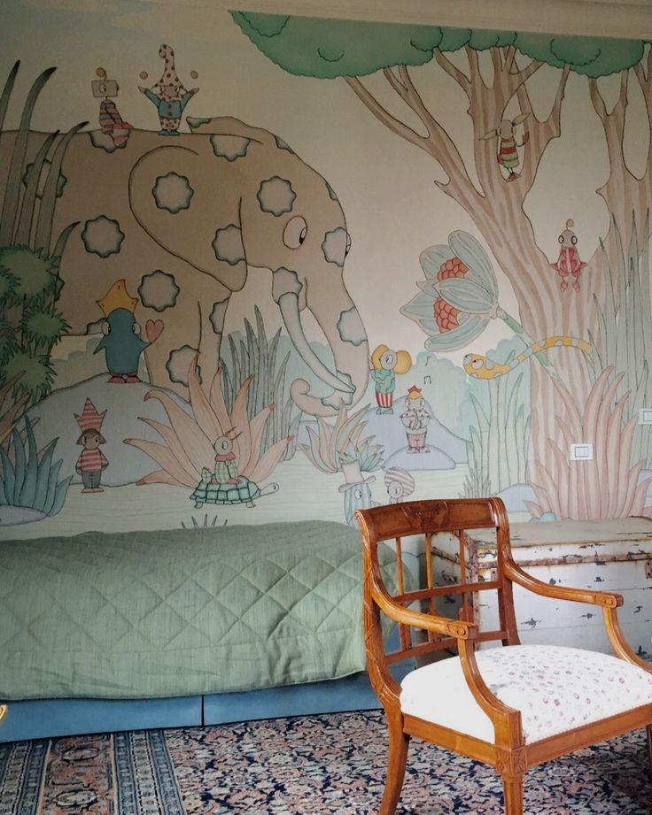 Per un appartamento privato di Firenze Wallpepper® ha ricoperto un'intera cameretta con la carta da parati. I soggetti sono su misura, realizzati per l'occasione dalla nostra autrice Domitilla Bertusi, illustratrice di talento che dedica la sua passione alla realizzazione di disegni per il mondo dell'infanzia.