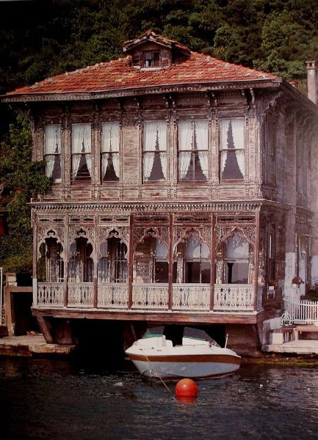 House on the Bosphorus in İstanbul, Turkey.