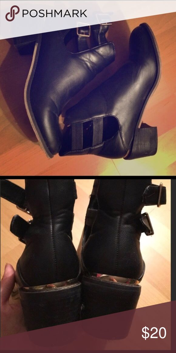 Ecote healed Chelsea boots Awesome black leather Chelsea boots 2 inch heal metal deatail on back size 8.5 reposh I bought but they had listed as an 8 but this is an 8.5 so slightly to big for me but they are so cute on! No scuffs on bottom and I never wore! Urban Outfitters Shoes Ankle Boots & Booties