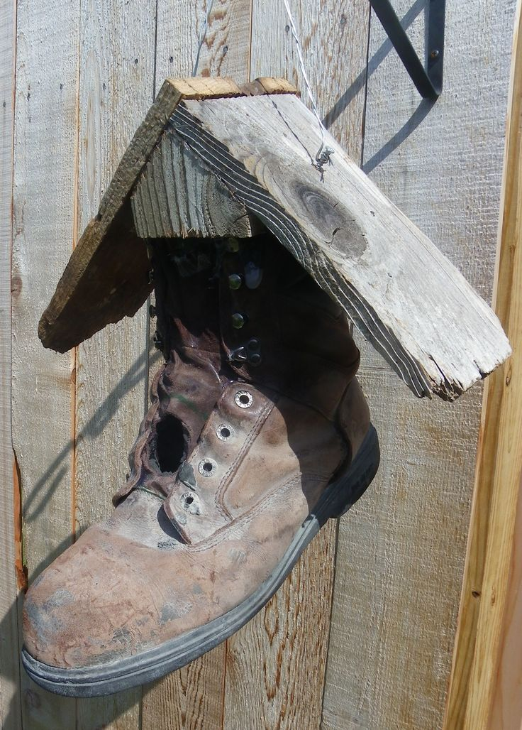 Birdhouse from old boot