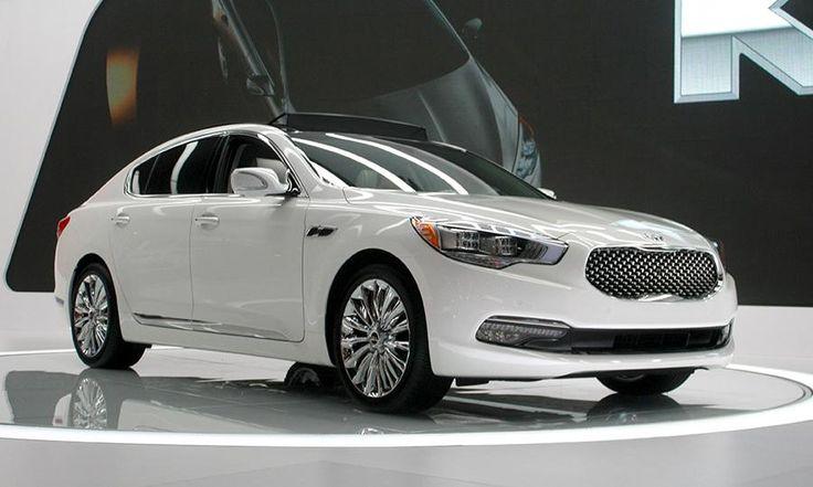 Luxury Vehicle: Kia K900 Luxury Car Wallpaper