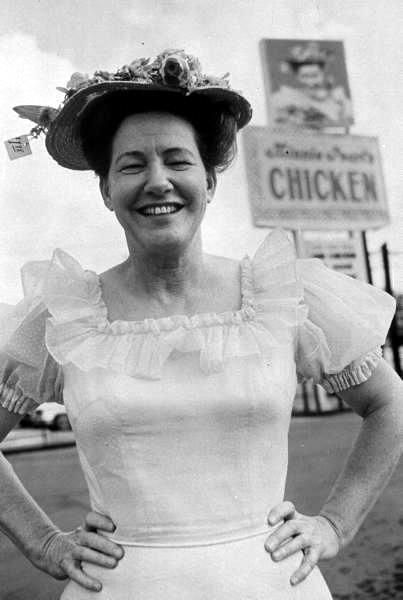 Minnie Pearl @ Minnie Pearl's Fried Chicken Restaurant ...
