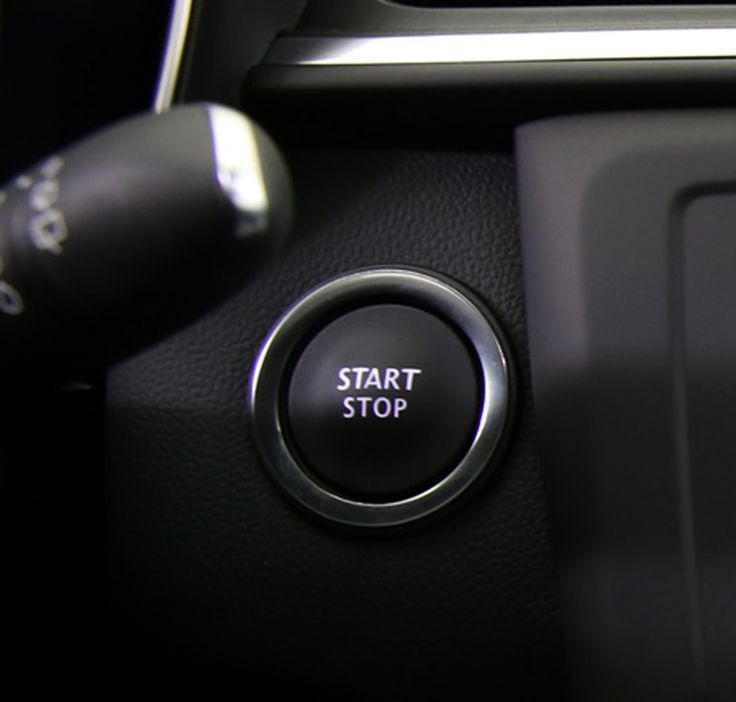 Le démarrage ou l'arrêt du moteur est possible en appuyant sur le bouton Start/Stop.