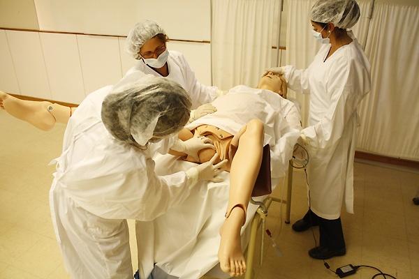 Simulación de parto en la carrera de Enfermería de la Universidad Católica del Maule.