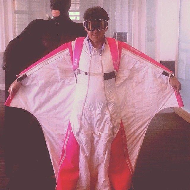 Mais qui est-ce??? #wingsuit #pink #style #batman