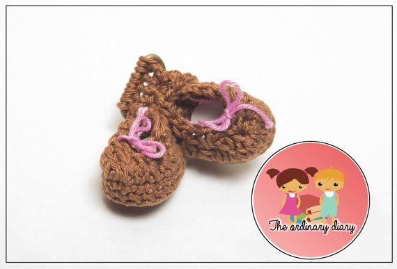 """How to say """"Honey, I'm pregnant"""" keychain, zipper charm or bag charm, brown little baby shoes, pregnancy, little boots, shoes, announcment"""