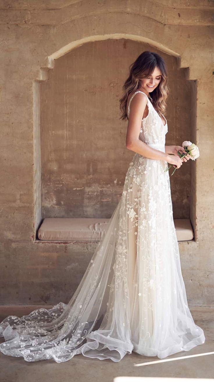 V neck wedding dress with train Amelie Dress by Anna Campbell #weddingdresses #…
