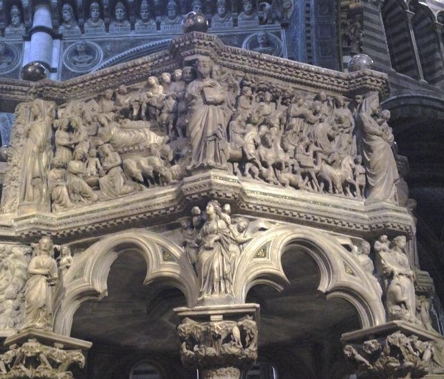 #igerssiena #tourguide #professional #magnificent #marvel #upanddownthechianti #siena #cathedral #amazing #volgosiena #gothic #arthistory #art #sculpture #arthistory #viafrancigena #goodlife #breathtaking #history #historyofarchitecture #enjoy #christianchurch #classicmusic #soul One of  the marvels in Siena cathedral: the pulpit sculpted by Nicola Pisano