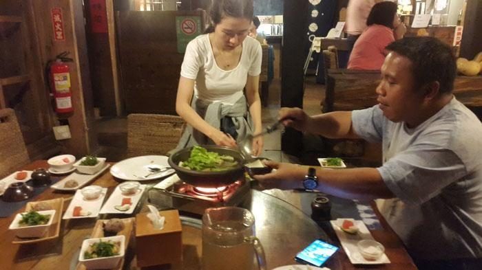 Makan Kaktus Berbalut Madu, Ada Perosotan di Kamar 8.000 Dolar Zhuo Ye Cottage…