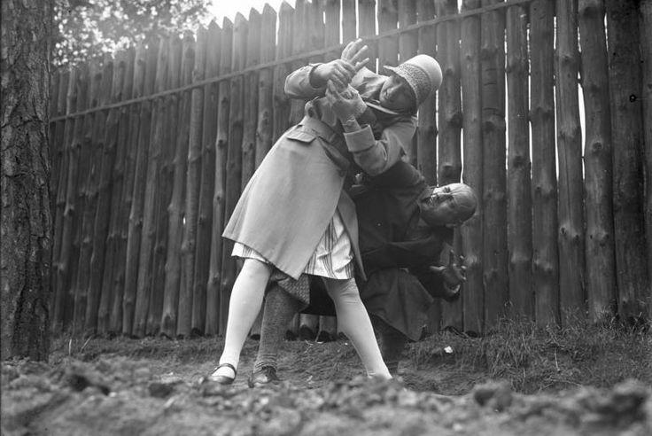 Woman demonstrating Ju-jitsu   Retronaut   Jiu-Jitsu   Jiu ...