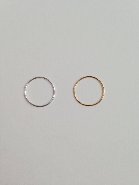 conjunto de dos delgadas 24 calibre aros de nariz, Argentium plata, oro 14K llena, delgados anillos en la nariz, sólo para un piercing curado, anillo de la nariz.