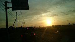 熊本県 玉名市 昨日 夕方に玉名市に向けて 車で走っていたら 飛行機雲が 直角に近い 曲がり方をしたので写真を 撮りました  #熊本県 #玉名市 #飛行機雲 tags[熊本県]