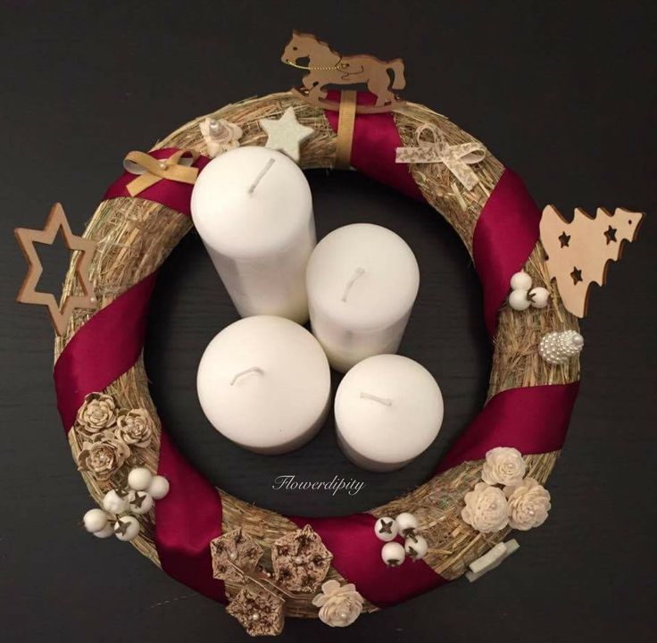 Carousel Adventskranz by Flowerdipity #Christmas #wreath #Adventskranz #carousel #wooden #decoration #white #candles