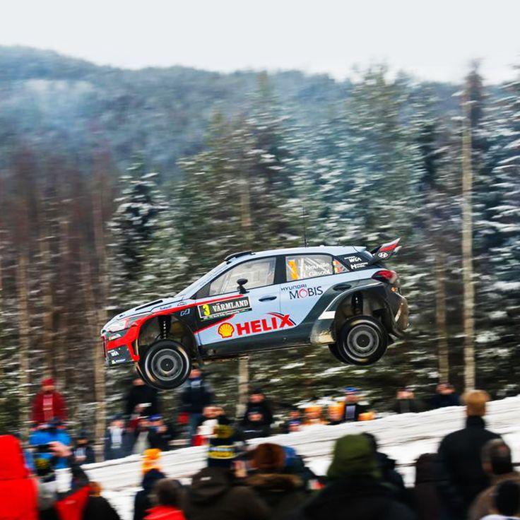 손에 땀을 쥐게 했던 #2016 #WRC #스웨덴 #랠리 ! 그 속에서 #2위 를 차지한 #현대월드랠리 팀입니다  A breathtaking stock 2016 WRC #Sweden #Rally ! And #Hyundai_World_Rally #team won second place  #ThierryNeuville #DaniSordo #HaydenPaddon #i20 #world #motor #sport #daily #race #티에리누빌 #다니소르도 #헤이든패든 #팀 #숲 #점프 #모터스포츠 #현대자동차 #자동차 #자동차그램