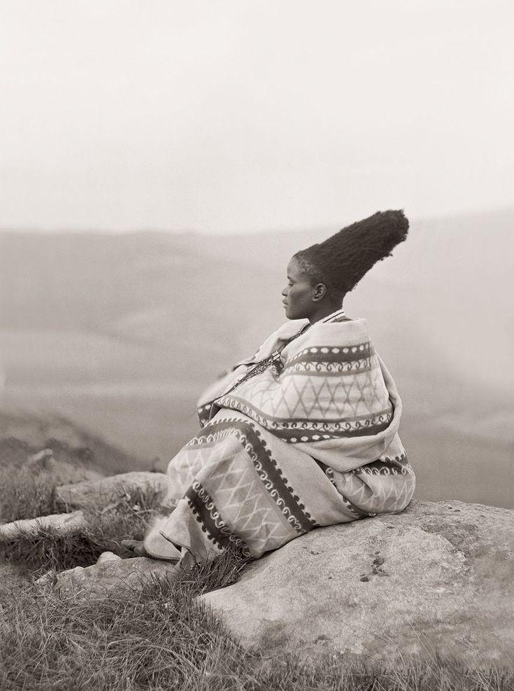 iluvsouthernafrica:  South Africa: Zulu woman, c early 1900s Photo by AM Duggan-Cronin