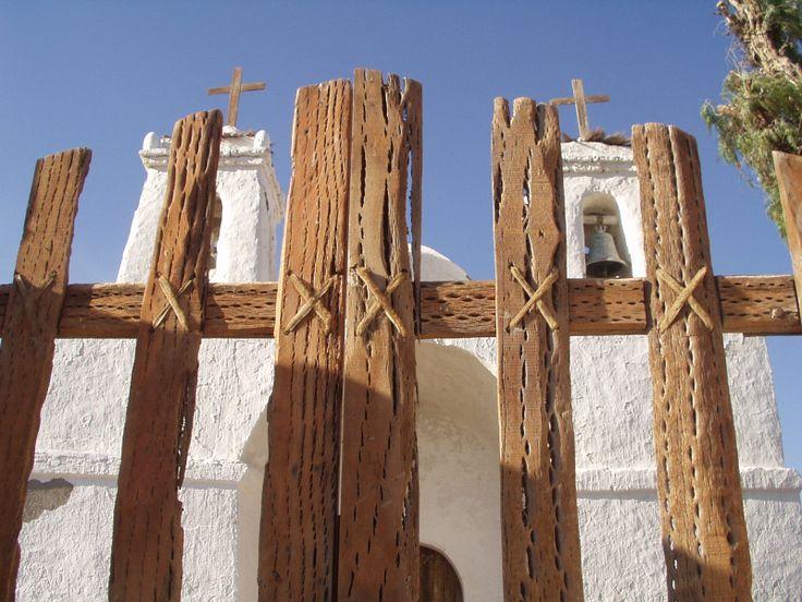 Iglesia San Francisco de Chiu-Chiu, construida en 1611, es la iglesia más antigua que se conserva en Chile. Su estructura es de adobe, y el techo es de madera de cactus.   Fotografía tomada por MAMC-TOÑA