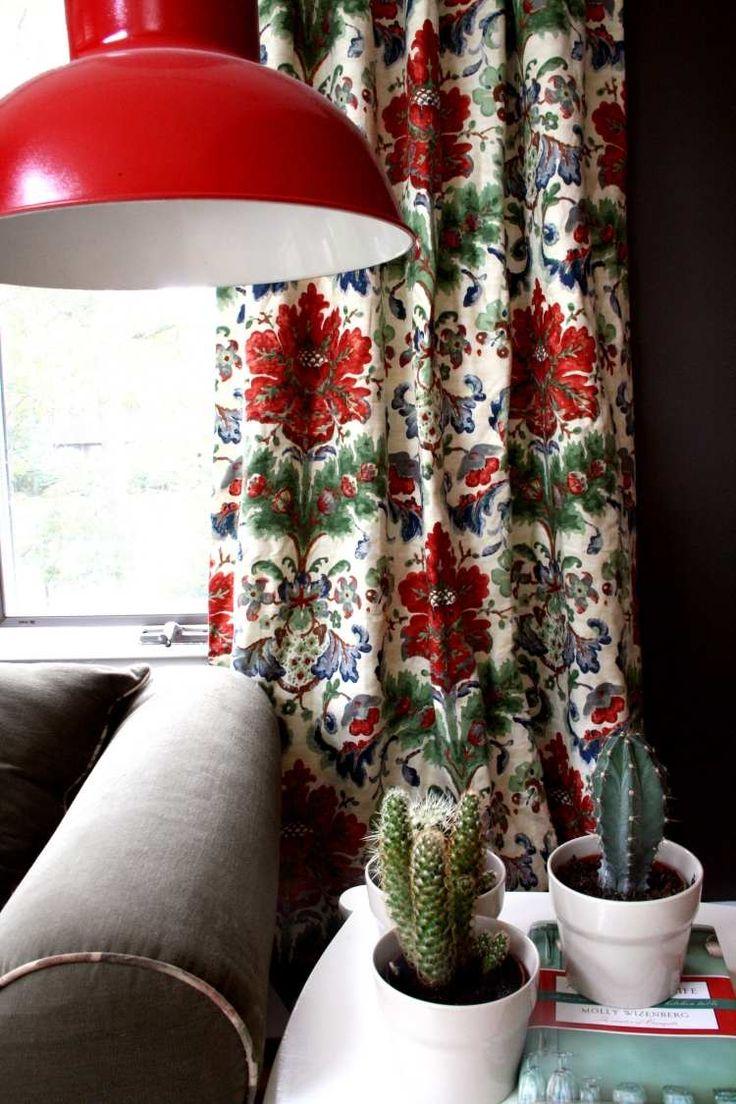 Le choix de rideaux occultants, nappes, meubles rembourrés et persiennes, peut conférer un style différent au salon, tout comme à l'ensemble de votre maison