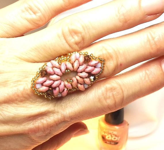 The ring made from rose superduos, 4mm swarovski bicone and seed beads.