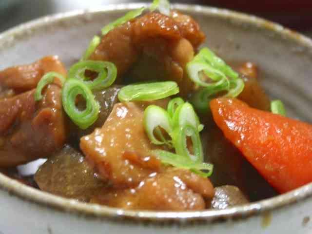 鶏肉とこんにゃくと根菜の味噌煮の画像