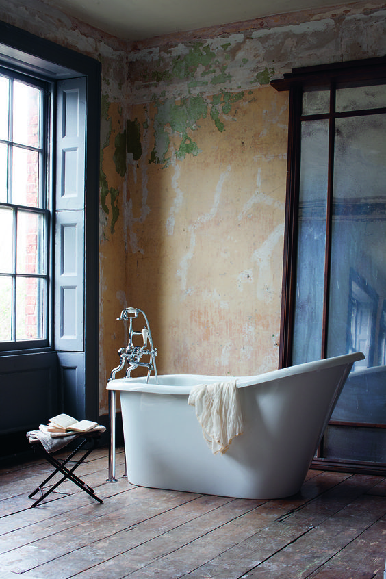 Stunning bathroom with an amazing bath.     A tall & impressive bath, the emperor has a deep, regal stature - Emperor Bath from Burlington Bathrooms.
