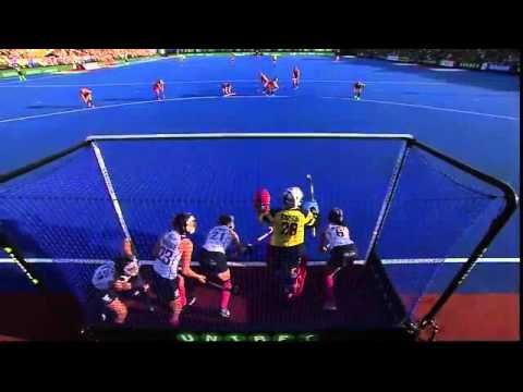 ENG 1-1 SCO Kate Richardson-Walsh equalises from a penalty corner #UEHC2015 #EHC2015 - YouTube